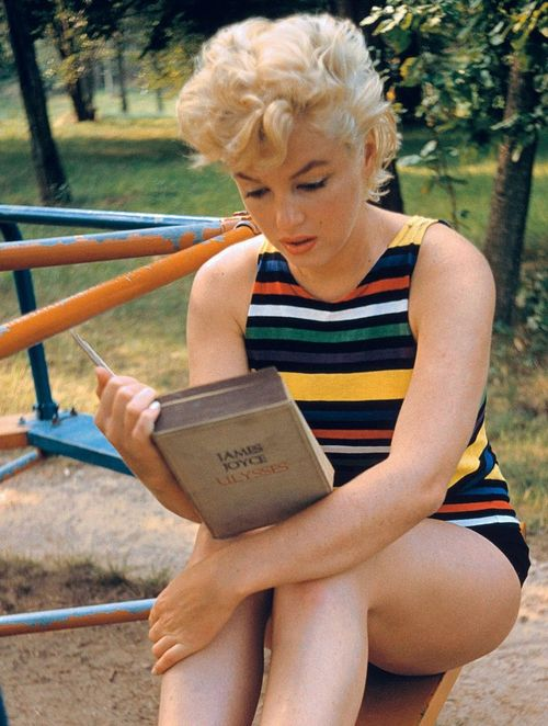 I believe Marilyn Monroe was super smart. She dug Ulysses too.